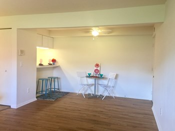 5717 5719 S. Nantucket Dr. 1 Bed Apartment for Rent Photo Gallery 1