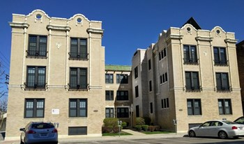 Elgin Madison Building 2 Beds Apartment for Rent Photo Gallery 1