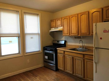 212 Mallory Avenue 3 Beds Apartment for Rent Photo Gallery 1