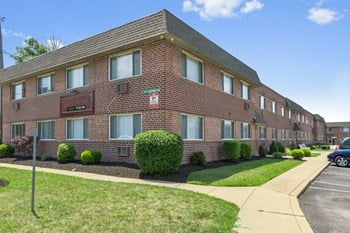 Academy Meadows Apartments Studio-2 Beds Apartment for Rent Photo Gallery 1