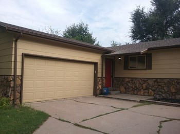 5731 Ayesbury 3 Beds House for Rent Photo Gallery 1