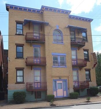 200 Franklin Avenue Studio Apartment for Rent Photo Gallery 1