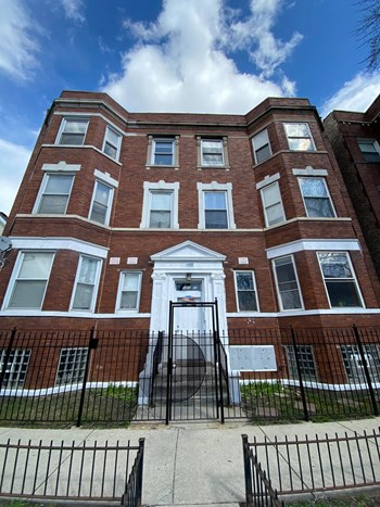 1453-1455 S Sprinfield 2-3 Beds Apartment for Rent Photo Gallery 1