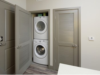475 N. Federal Highway Studio Apartment for Rent Photo Gallery 1
