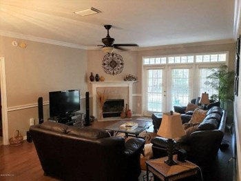 405 2 Beds Apartment for Rent Photo Gallery 1