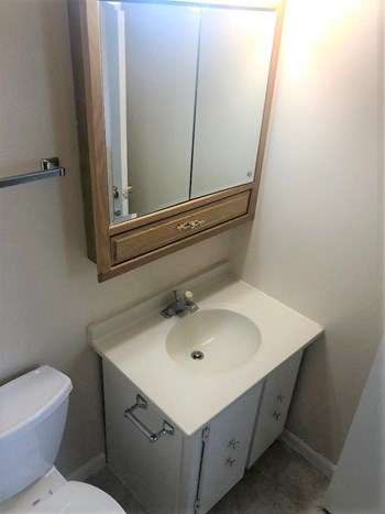 815 Westmoreland Drive 2 Beds Apartment for Rent Photo Gallery 1
