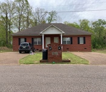 1052 A Wesley Cv. 2 Beds House for Rent Photo Gallery 1