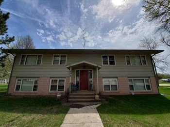 202 Lake Avenue North 1 Bed Apartment for Rent Photo Gallery 1