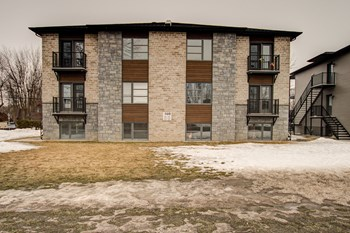 150 Boul. De Maple Grove 2 Beds Apartment for Rent Photo Gallery 1