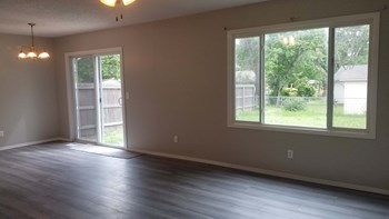 6325 North Tarrytown Street 3 Beds House for Rent Photo Gallery 1