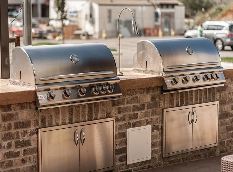 vintage-at-avenue-grilling-area