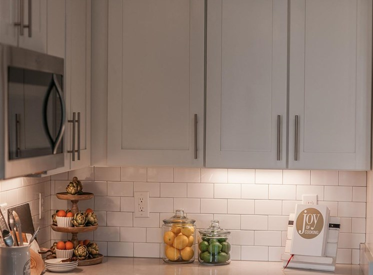 vintage-at-avenue-backsplash