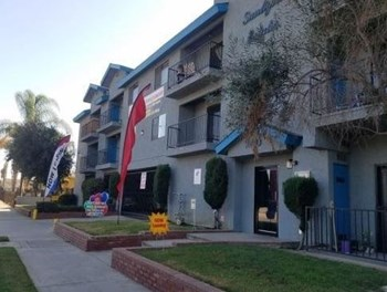 750-760 Redondo Beach Blvd 1 Bed Apartment for Rent Photo Gallery 1