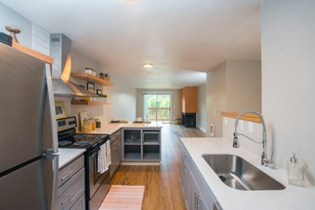 14095 SW Walker Rd 1-2 Beds Apartment for Rent Photo Gallery 1
