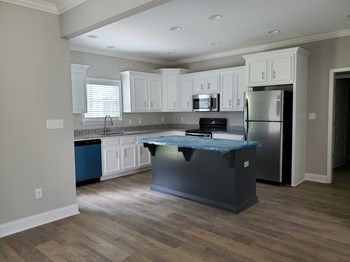 106 Marlow Lane 4 Beds Apartment for Rent Photo Gallery 1