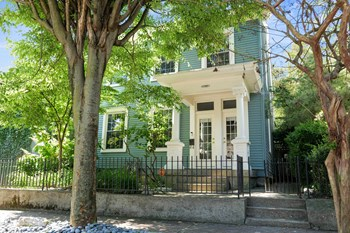 828 E Washington St 4 Beds House for Rent Photo Gallery 1