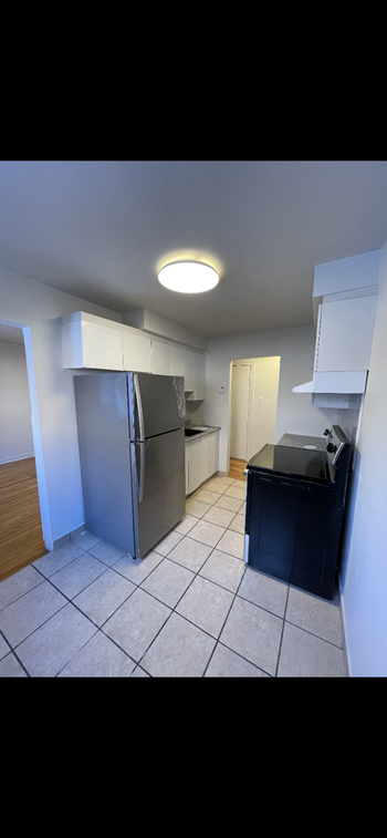 2850 Avenue Barclay Studio Apartment for Rent Photo Gallery 1
