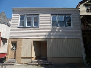 138 Sanford Street 3 Beds Apartment for Rent Photo Gallery 1
