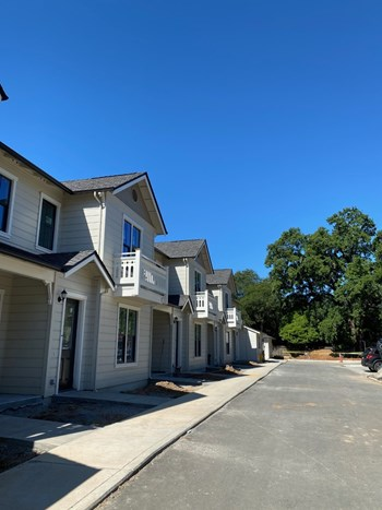 701 South Cloverdale Boulevard 2-3 Beds Apartment for Rent Photo Gallery 1