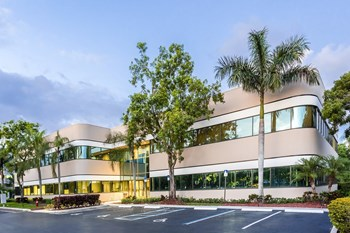 400 Sawgrass Corporate Parkway Studio Apartment for Rent Photo Gallery 1