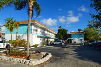 4394 North Federal Highway 1 Bed Apartment for Rent Photo Gallery 1