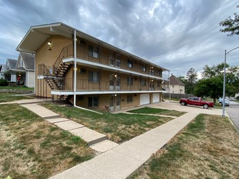2502 S 11Th St 1 Bed Apartment for Rent Photo Gallery 1