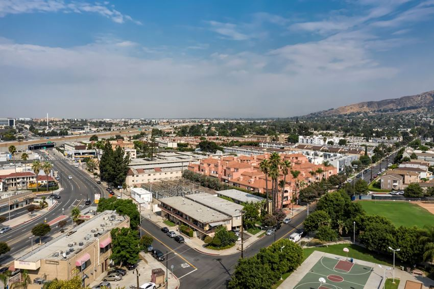 Apartments in Burbank, CA - Aerial View of Community and Surrounding Areas scott villa