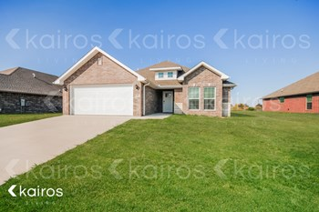 109 Pin Oak 3 Beds House for Rent Photo Gallery 1