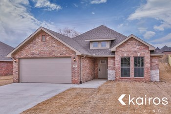 105 Pin Oak 3 Beds House for Rent Photo Gallery 1