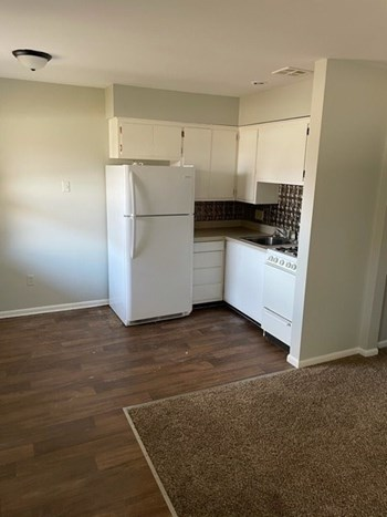 402 South John Street 2 Beds Apartment for Rent Photo Gallery 1