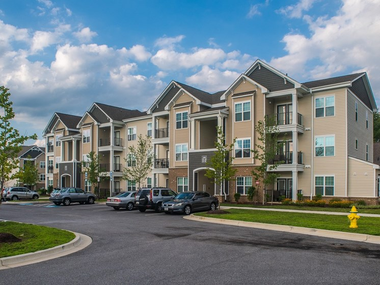 Apartment Exterior at Abberly Square Apartment Homes, Waldorf, MD, 20601