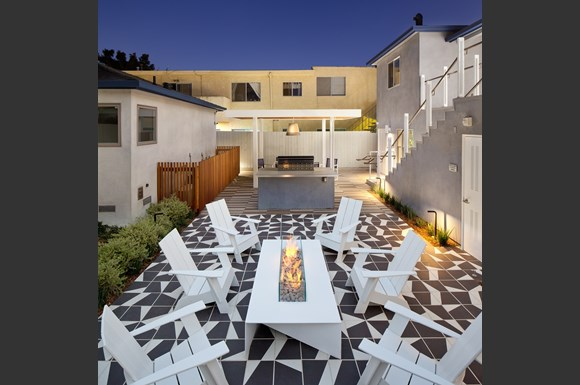 Santa-Monica-Apartments-avo-Exterior-Firepit-Lounge-Barbecue-Amenities.jpg