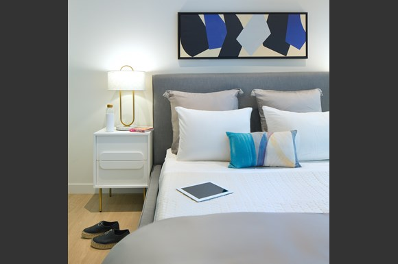 nms-swell-luxury-santa-monica-apartment-los-angeles-bed-closeup-product.jpg