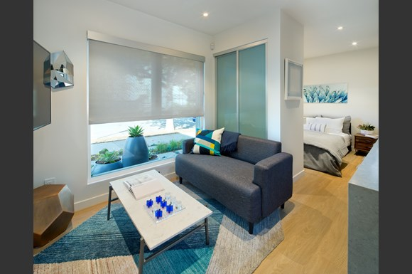 nms-swell-luxury-santa-monica-apartment-los-angeles-junior-suite-couch.jpg