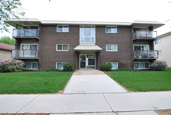 10442 77 Avenue Northwest 1-2 Beds Apartment for Rent Photo Gallery 1