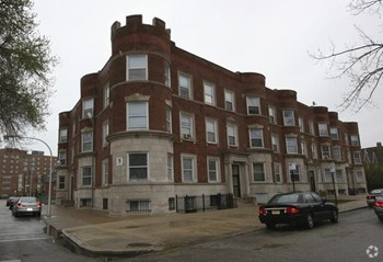 4119-4129 South Ellis Ave 2-4 Beds Apartment for Rent Photo Gallery 1