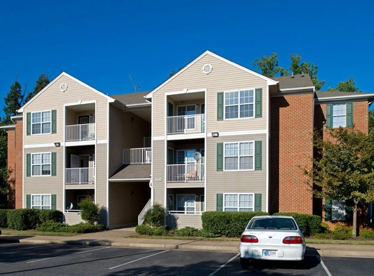 Apartment Building Exterior at Crestview Apartments, Fredericksburg, 22401
