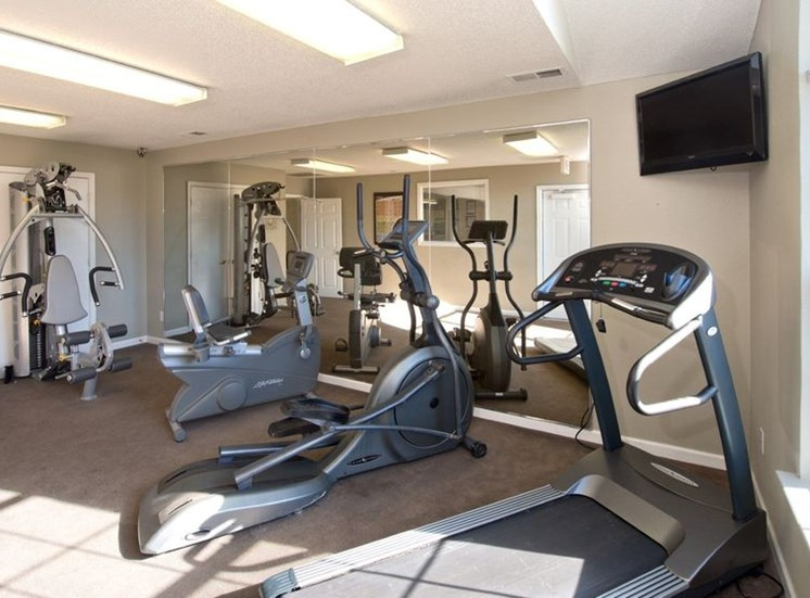 Fitness Center With Modern Equipment at Crestview Apartments, Fredericksburg, VA, 22401