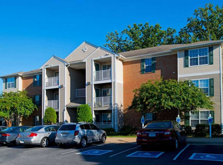 Apartment Building Exterior With Parking Lot at Crestview Apartments, Virginia, 22401