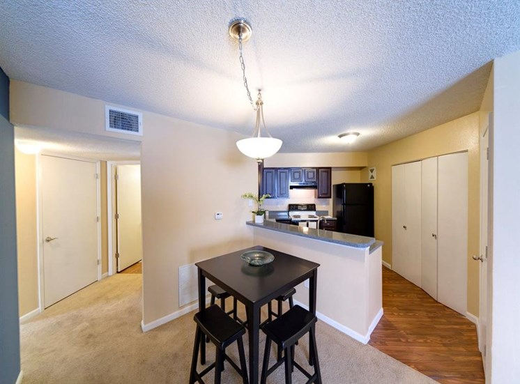 Dining Place With Pendant Lighting at Holly Cove Apartments, Orange Park