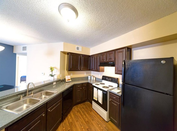 Eat-In Kitchen Table With Sink at Holly Cove Apartments, Orange Park, Florida