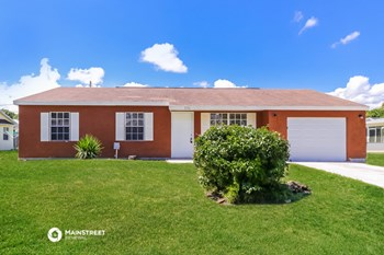 2250 SE Baron St 3 Beds House for Rent Photo Gallery 1