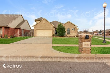 19100 Summer Grove Avenue 3 Beds House for Rent Photo Gallery 1