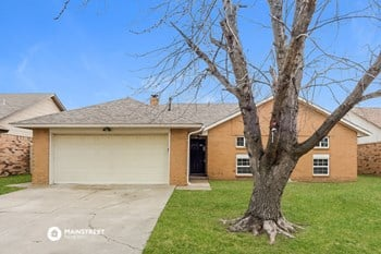 13300 Marsh Ln 3 Beds House for Rent Photo Gallery 1