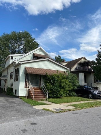 15 Crossman Ave. 2 Beds Apartment for Rent Photo Gallery 1