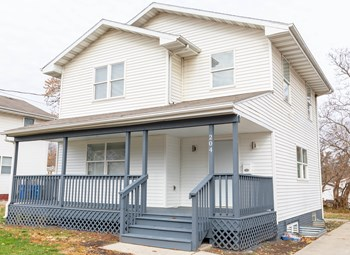 204 E Fulton Dr 3 Beds House for Rent Photo Gallery 1