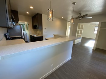 1911 De La Vina St Unit D 2 Beds Apartment for Rent Photo Gallery 1