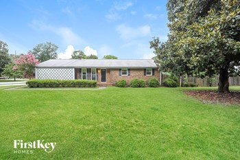 105 Lake Dr 3 Beds House for Rent Photo Gallery 1