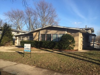 251 N Pleasant Dr 3 Beds House for Rent Photo Gallery 1