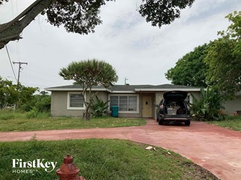 404 NW 5Th Avenue 4 Beds House for Rent Photo Gallery 1